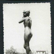 Fotografía antigua: ESCULTURA. MONTJUIC. BARCELONA. C. 1960. Lote 44021927