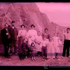 Fotografía antigua: PIONEROS DE LA FOTOGRAFÍA. GRUPO DE PERSONAS. CATALUNYA. C. 1900. Lote 44136098