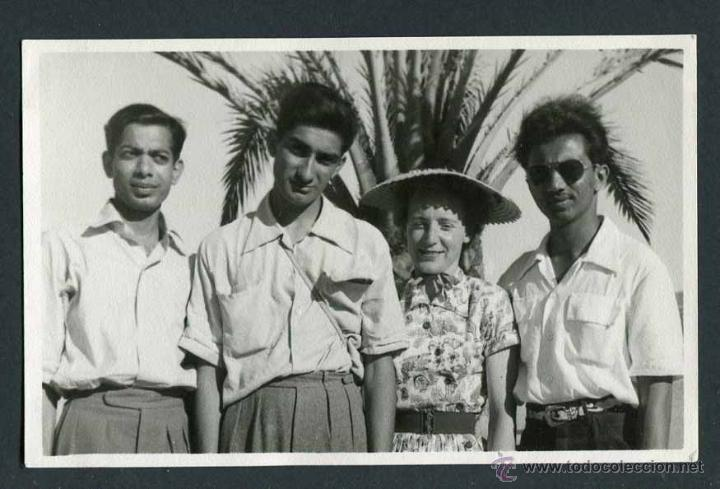 IBIZA. TURISTAS BRITÁNICOS. INICIOS DEL TURISMO. C. 1954 (Fotografía Antigua - Gelatinobromuro)