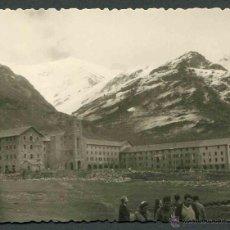 Fotografía antigua: NÚRIA. GIRONA. VISITANTES AL SANTUARIO DE NÚRIA. PRECIOSA IMAGEN. C. 1960. Lote 44322473