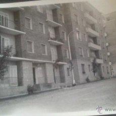 Fotografía antigua: FOTOGRAFIA MANRESA (BARCELONA). AÑO 1959, MEDIDAS 9,5 X 6,5 CM, GRUPO VIVIENDAS SAN IGNACIO. Lote 45284193