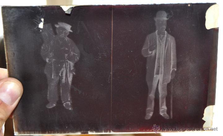 Fotografía antigua: FOTOGRAFÍA EN CRISTAL DE UNOS PERSONAJES DE PRINCIPIOS SIGLO XX - Foto 2 - 45579150