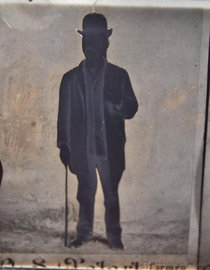Fotografía antigua: FOTOGRAFÍA EN CRISTAL DE UNOS PERSONAJES DE PRINCIPIOS SIGLO XX - Foto 3 - 45579150