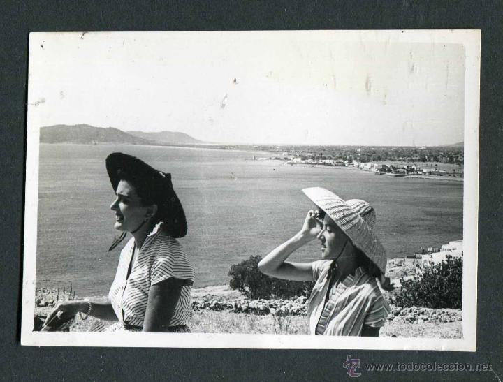 IBIZA. TURISTAS. 1953 (Fotografía Antigua - Gelatinobromuro)