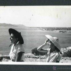 Fotografía antigua: IBIZA. TURISTAS. 1953. Lote 45625282