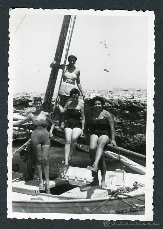 IBIZA. TURISTAS. CALA BASSA. 8/1954 (Fotografía Antigua - Gelatinobromuro)