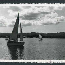 Fotografía antigua: IBIZA. BAHÍA DE SANT ANTONI. BARCAS. 8/1954. Lote 45935437