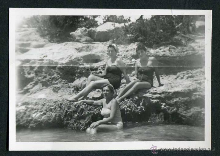 IBIZA. TURISTAS. MAR. COSTA. 8/1954 (Fotografía Antigua - Gelatinobromuro)
