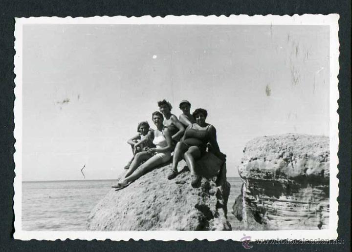 IBIZA. TURISTAS. CALA TERIDA. 8/1954 (Fotografía Antigua - Gelatinobromuro)