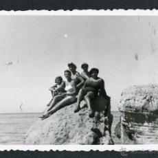 Fotografía antigua: IBIZA. TURISTAS. CALA TERIDA. 8/1954. Lote 45935490