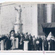 Fotografía antigua: PALENCIA, INAUGURACIÓN ESTATUA DE SANTO DOMINGO DE GUZMÁN, CON OBISPO, AUTORIDADES Y DOMINICOS 1958. Lote 46368556