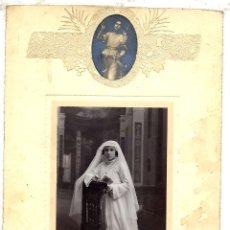 Fotografía antigua: REUS FOTO SOLA - PRIMERA COMUNION CARTON EN RELIEVE . Lote 46369564