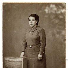 Fotografía antigua: FOTO RAPHAEL BARCELONA RETRATO SEÑORITA TAMAÑO POSTAL CON REVERSO. Lote 47281311