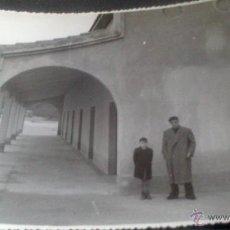 Fotografía antigua: COMILLAS (SANTANDER) FOTOGRAFIA COFRADIA PESCADORES?, AL FONDOLA PLAYA.. Lote 47309571