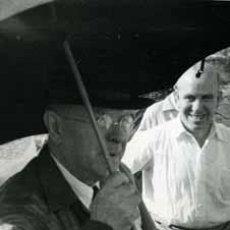 Fotografía antigua: PAU CASALS. EL MESTRE A VERACREU. 2/2/1956. Lote 47549697