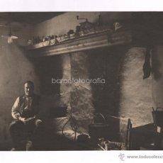 Fotografía antigua: RETRATO EN UN INTERIOR, COCINA. ARAGÓN, 1930'S. 17X21CM.M FOTOGRAFÍA: JOSEP CAMPRUBÍ.. Lote 47572891