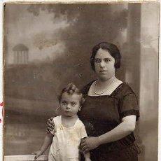 Fotografía antigua: FOTO J.ALONSO BARCELONA RETRATO SEÑORA Y NIÑO TAMAÑO POSTAL . Lote 47625893