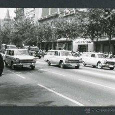 Fotografía antigua: AUTOMOVILISMO. MIL QUINIENTOS. DIAGONAL. BARCELONA. C. 1965. Lote 48468344