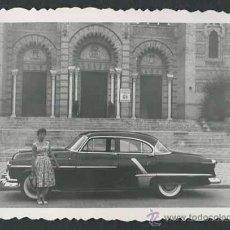 Fotografía antigua: AUTOMOVILISMO. FANTÁSTICO COCHE Y SEÑORA. C. 1965. Lote 48483552