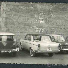 Fotografía antigua: AUTOMOVILISMO. REPERTORIO DE COCHES. C. 1960. Lote 48483725