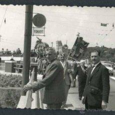 Fotografía antigua: AUTOMOVILISMO. FEASTIVIDAD AUTOMOVILÍSTICA. C. 1960. Lote 48483751