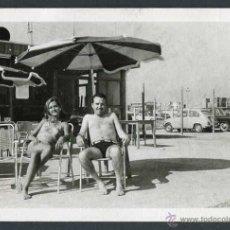 Fotografía antigua: AUTOMOVILISMO. SEISCIENTOS. TERRAZA. C. 1960. Lote 48483791