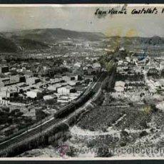 Fotografía antigua: TREN. SANT VIÇENS DE CASTELLET. TREN CIRCULANDO POR LAS VÍAS. 1945. Lote 48507225