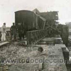 Fotografía antigua: TREN. ACCIDENTE DE TREN EN UN PUENTE. PUENTE CERVOL. 11/1/1941. Lote 48507250