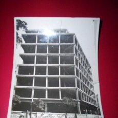Fotografía antigua: FOTO SEVILLA CONSTRUCCION EDIFICIO 13X17 CM AÑOS 30 PUBLICIDAD MUEBLES GIL CASA PUEYO . Lote 49276496