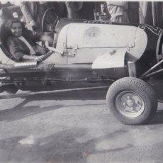 Fotografía antigua: F-379. NIÑA MONTADA EN CAR. AÑOS CUARENTA.. Lote 49923672