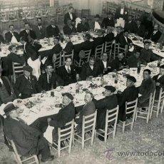 Fotografía antigua: TEATRO UTILIZADO COMO SALÓN. MOLLET DEL VALLÉS. COMENSALES. C. 1915. Lote 50140182