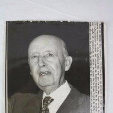 Fotografía antigua: FOTOGRAFÍA DE FOTO DE ARCHIVO CON CARTELA INFORMATIVA - FRANCO ENFERMEDAD- DIARIO DE BARCELONA, 1974. Lote 50248832