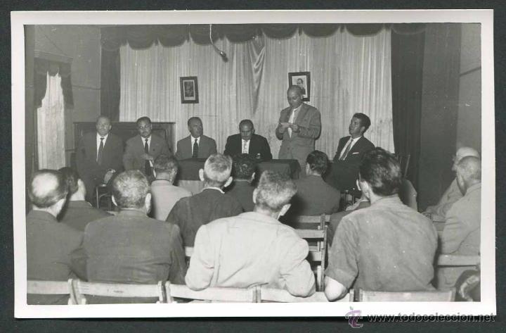 FRANQUISMO. TÁRREGA. REUNIÓN POLÍTICA DE AUTORIDADES. 1959 (Fotografía Antigua - Gelatinobromuro)
