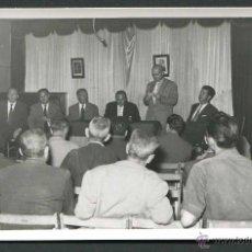 Fotografía antigua: FRANQUISMO. TÁRREGA. REUNIÓN POLÍTICA DE AUTORIDADES. 1959. Lote 50293363