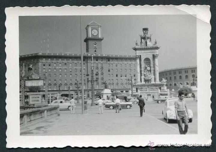 BARCELONA. PLAZA ESPAÑA. ESTACIÓN DE METRO. EDIFICIO HOY EN DÍA DESAPARECIDO. C. 1960 (Fotografía Antigua - Gelatinobromuro)