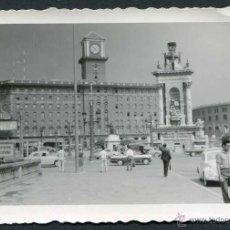 Fotografía antigua: BARCELONA. PLAZA ESPAÑA. ESTACIÓN DE METRO. EDIFICIO HOY EN DÍA DESAPARECIDO. C. 1960. Lote 50350535