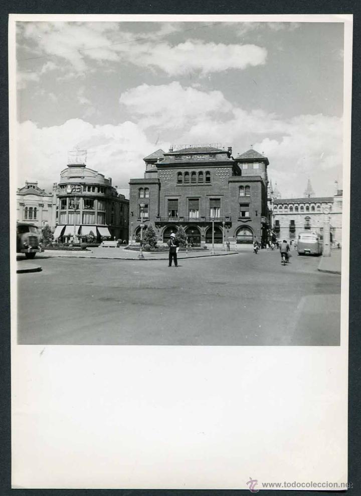 PUEBLO DEL NORTE DE ESPAÑA SIN IDENTIFICAR. BANCO DE BILBAO. C. 1960 (Fotografía Antigua - Gelatinobromuro)