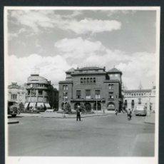 Fotografía antigua: PUEBLO DEL NORTE DE ESPAÑA SIN IDENTIFICAR. BANCO DE BILBAO. C. 1960. Lote 50373481