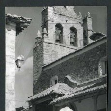 Fotografía antigua: NORTE DE ESPAÑA. PUEBLECITO. CAMPANARIO DE LA IGLESIA Y PORCHE. C. 1960. Lote 50432163