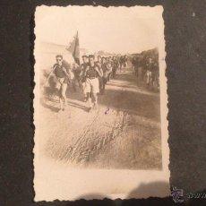 Fotografía antigua: FOTOGRAFIA JOVENES DE LA OJE, CARRETERA DE CAMPILLOS A BOBADILLA (MALAGA) 9 AGOSTO 1946. Lote 51354812