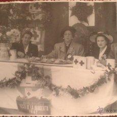 Fotografía antigua: FOTOGRAFIA MADRID, CRUZ ROJA, ESPAÑOL NO OLVIDES LA FIESTA DE LA BANDERITA 1947, FOTO LEON, GOYA 38. Lote 52131963