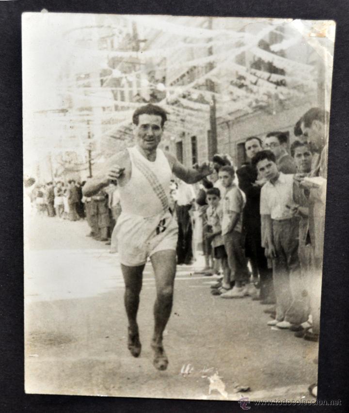 Fotografía antigua: CONJUNTO 7 FOTOGRAFÍAS ATLETISMO. EQUIPO CAMPEÓN DE ESPAÑA DE CROSS COUNTRY A.E.TAGAMANENT.1933-1934 - Foto 6 - 52161566