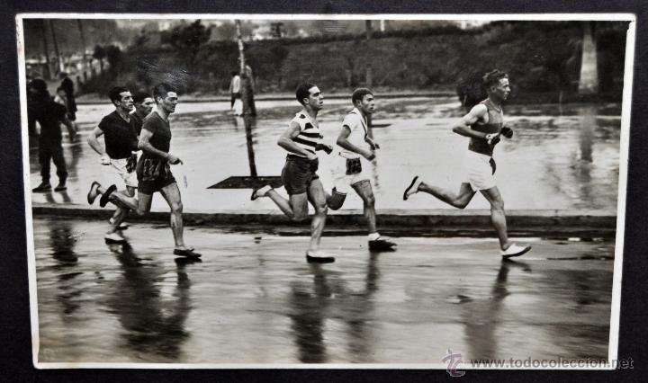 Fotografía antigua: CONJUNTO 7 FOTOGRAFÍAS ATLETISMO. EQUIPO CAMPEÓN DE ESPAÑA DE CROSS COUNTRY A.E.TAGAMANENT.1933-1934 - Foto 9 - 52161566