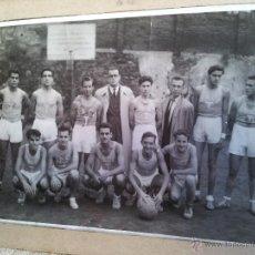Fotografía antigua: ANTIGUA FOTOGRAFIA EQUIPO FUTBOL AÑOS 30 JACE ...JUVENTUD ACCION CATOLICA ESPAÑA...BARCELONA. Lote 52558519