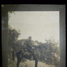 Fotografía antigua: MAGNÍFICA FOTOGRAFIA ALFEREZ DE CABALLERIA 1912. ALFONSO XIII. 23X17 CM.. Lote 52928450