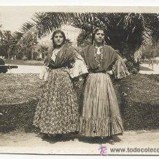 Fotografía antigua: ANTIGUA FOTOGRAFIA DE DOS GITANAS EN UN PARQUE. MADRID 1916. COSTUMBRES. Lote 52932783