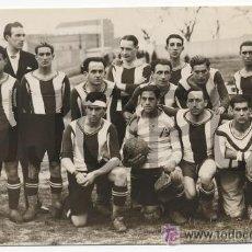 Fotografía antigua: EQUIPO DE FUTBOL DEL STADIUM DE AVILES ASTURIAS. 1931 FOTO DE ALVARO. PUBLICADA EN CRONICA. Lote 52952199