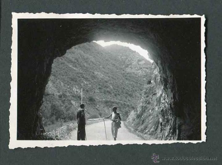 INTERESANTE FOTOGRAFÍA. CARRETERA NACIONAL. DOS SEÑORES. MARTINET. 1943 (Fotografía Antigua - Gelatinobromuro)