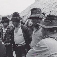 Fotografía antigua: MARTIN CHAMBI. CAMPESINOS INDIGENAS PERUANOS. 1950 – 1960. TIRAJE DE EPOCA VINTAGE. PERU. Lote 53465414