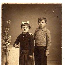 Fotografía antigua: FOTO J.ALONSO RETRATO NIÑOS TAMAÑO POSTAL CON REVERSO. Lote 53869782